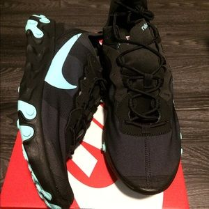 NIB Nike React size 11